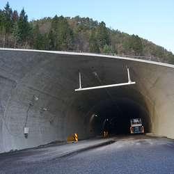 Det eine løpet er stengt for å gje Thunestvedt og ABB trygge arbeisforhold. (Foto: KVB)