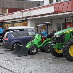 Populære traktorar i Landboden (foto: AH)