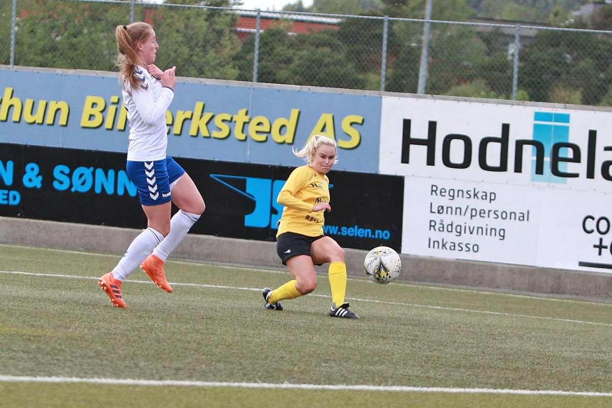 Kristine, her i kamp mot Gneist i 2019, blir spelande assistenttrenar for Os/Nore Neset i 2021. (Foto: Kjetil Vasby Bruarøy)