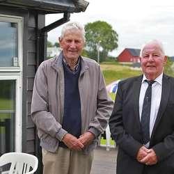 Det gjorde òg æresmedlemmane Arne Totland og Oddvard Olsen. (Foto: KVB)