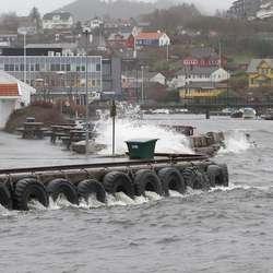 Ein halvtime etter full flo i går såg det sånn ut i elveosen. (Foto: Kjetil Vasby Bruarøy)