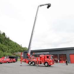 Så var det demo av liften - 32 meter opp i lufta. (Foto: KVB)