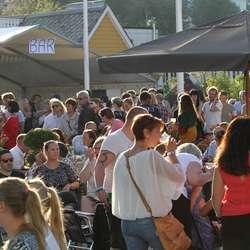 Torgfest på Øyro (foto: AH)
