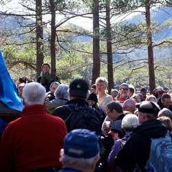 Tett med folk ved Botnahytta.  (Foto: Nils Petter Eidem)