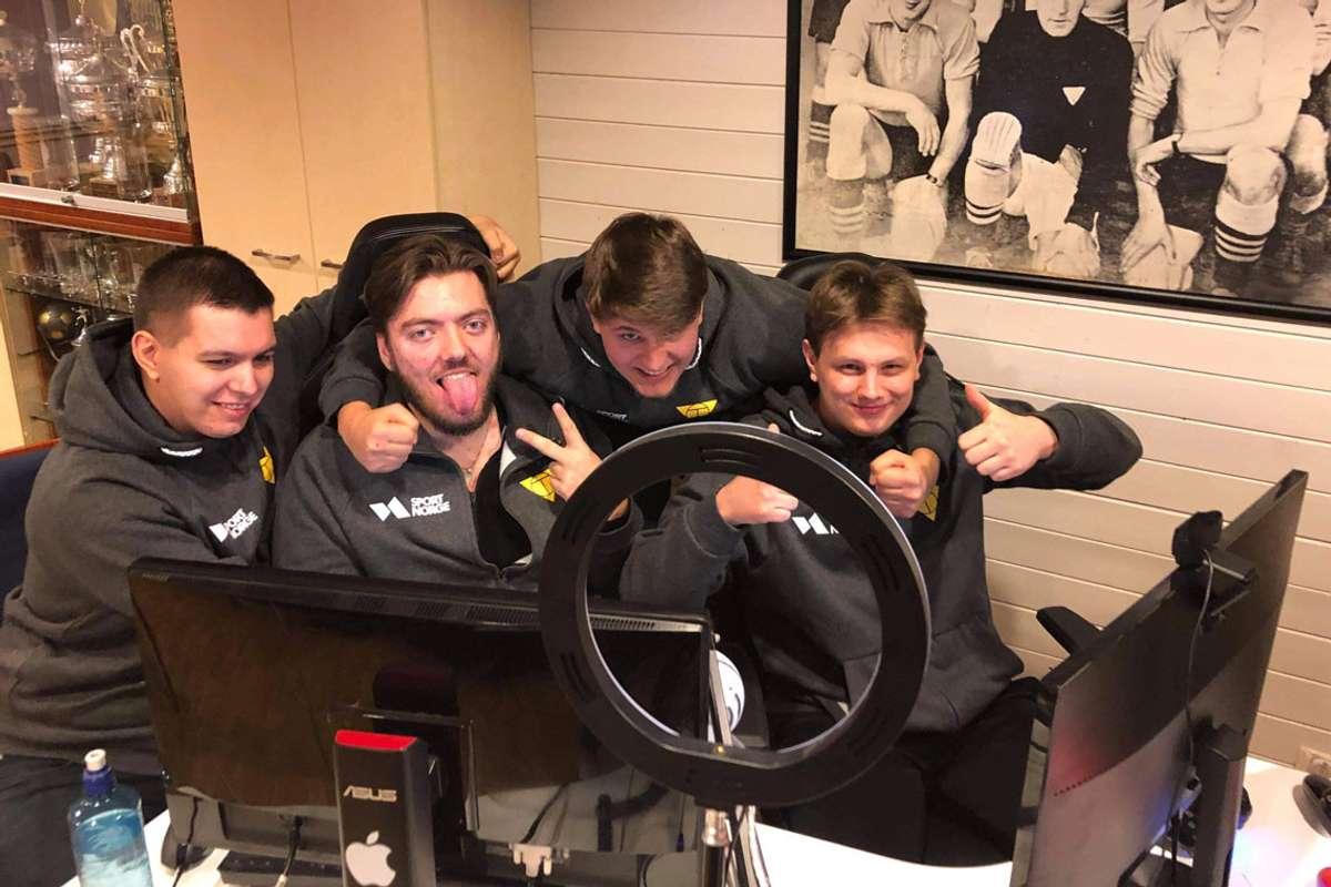 E-sport gutta i Os Fotball kvalifiserte seg til NM i FIFA. Marius Andersen, Aleksander Grotle, Tommy Wold Gjelsvik og Oliver Linde. (Foto: Os Fotball)