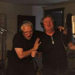 Stemninga var stor med Kjell Arne og Timmy som kor.