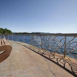 Rekkverket er designa av Rønning og produsert av Størksen i Bergen. (Foto: Kjetil Vasby Bruarøy)