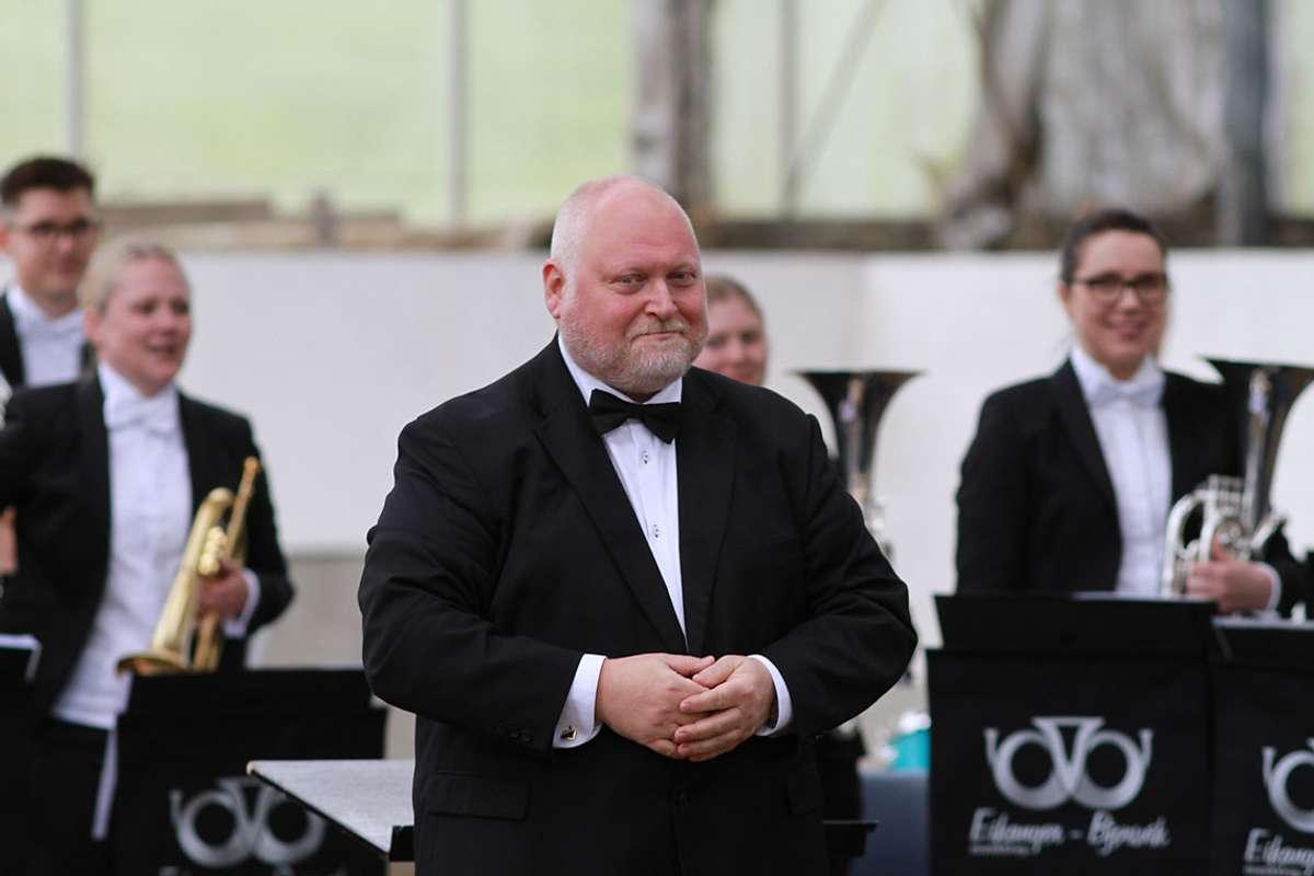 Eikanger-Bjørsvik Musikklag vart leia av dirigent Reid Gilje. (Foto: KOG)