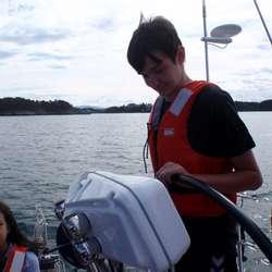 Marius kontrollerer på plotteren at farvannet er klart (privat foto)