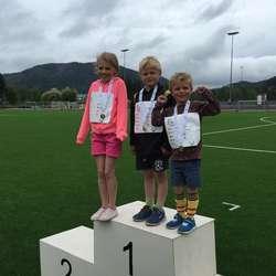 Alle fekk gullmedalje  (foto: Sverre Mowinckel-Nilsen, Os Turn Friidrett)