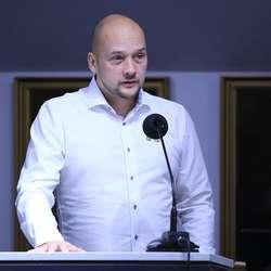 Nils-Anders Nøttseter (MDG) la fram forslaget som blei vedtatt. (Foto: KVB)