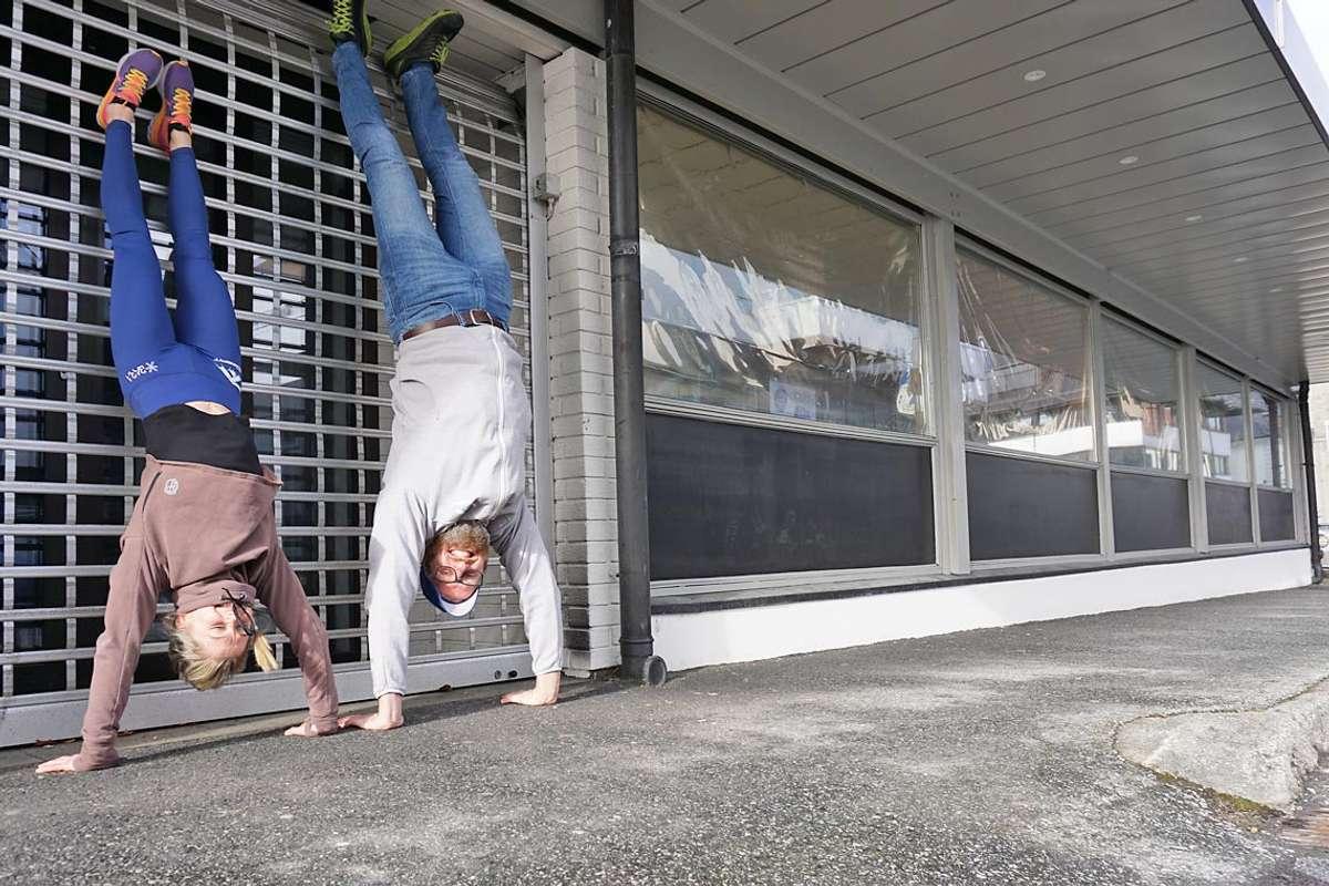 Kristine og Tim blei omtrent så glad då dei fekk lokale i Os sentrum. (Foto: Kjetil Vasby Bruarøy)