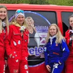 Jentene på «Clueless» kom for seint til Luranetunet, men fekk med seg neste tun. (Foto: KVB)