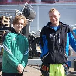 Aksel har arbeidsveke hos pappa Jan Kristian. (Foto: Isac Herland)