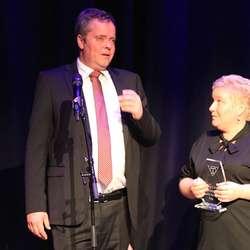 Årets ærespris gjekk til ekteparet Tore og Annette Kleppe. (Foto: KVB)