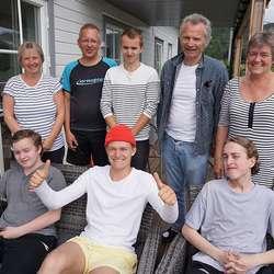 Tante Grete (t.v.) og onkel Oddvar fekk besøk. (Foto: KVB)