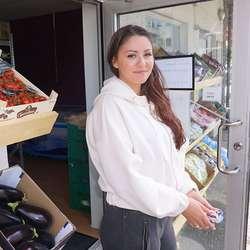 Camilla Jacob var første kunde. (Foto: Kjetil Vasby Bruarøy)