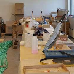 Montering, søm og tauarbeid i andre etasje. (Foto: KVB)