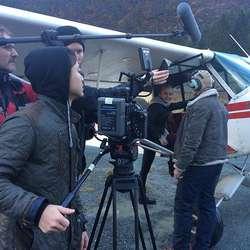 Søndag var dei i lufta med pilot Vidar Olav Haugen. (Foto: Senson)