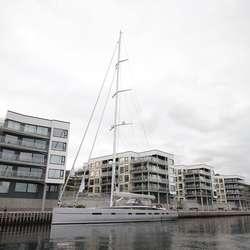 Masta er 44 meter høg. (Foto: KVB)