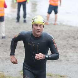 Trond svømde i land på 1.14.11 (foto: Frank Baggen)