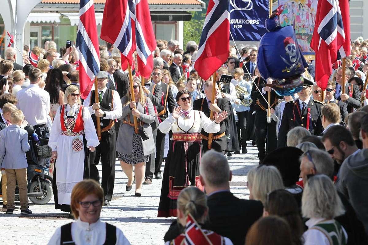17. mai 2017 i Os sentrum. (Ill. foto: Kjetil Vasby Bruarøy)