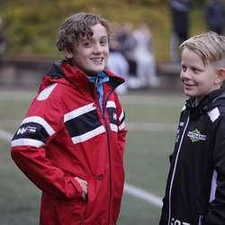 – Det blir 2-1 i dag, tippa Henrik og Elias. (Foto: KVB)