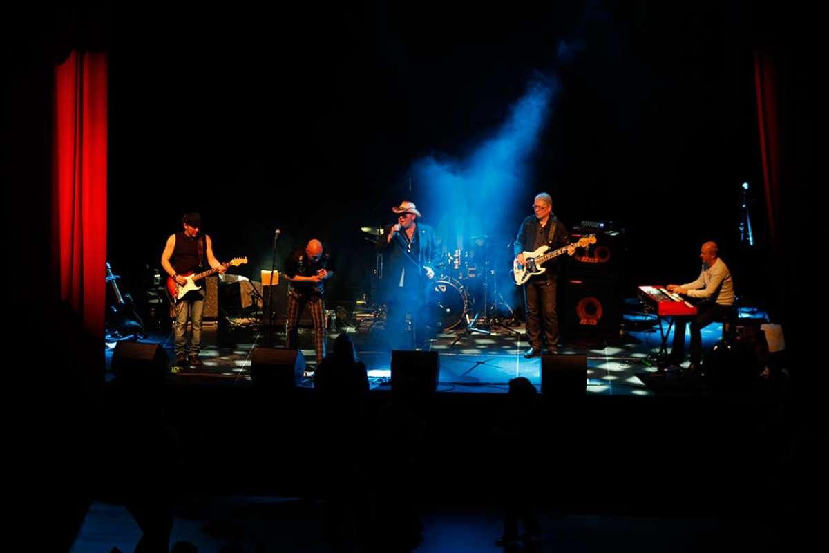 Vetrhus Bluesband, her under den siste konserten på Osøren Blues & Jazzfestival, speler lille nyttårsaften på Nore Neset (Arkivfoto: Andris Hamre)
