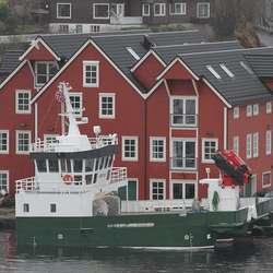 Brutus ligg ved Hargun sitt anlegg på Sundøy. (Foto: KVB)