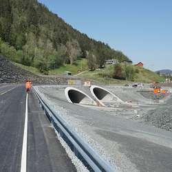 Nye Ulvenevegen går over innslaga på nye Skogafjellstunnelen. (Foto: KVB)