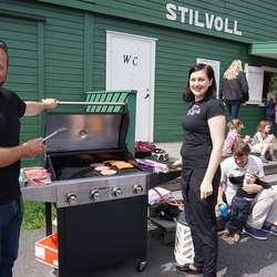 Roald Helle og Vida Norkeliuniene grilla med STIL. (Foto: KVB)