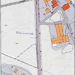 Området kor ein skal sikra trafikantane og arbeidarane er merka med raudt i kartet (ill. Os kommune)