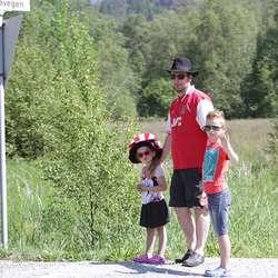 På Bergstø hadde dei kule hattar. (Foto: KVB)