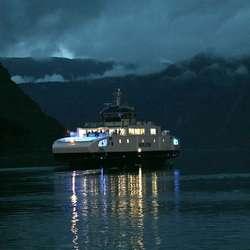 Klokka 05.00 gjekk starten frå ferja 3,8 km ut frå Eidfjord (foto: Frank Baggen)