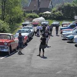 Det var full parkeringplass på Røykenes laurdag. (Foto: KVB)