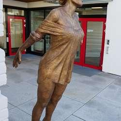 Arne Mæland sin nyaste skulptur. (Foto: KVB)