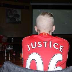 Espen ba om rettferdighet. Det fekk han kanskje ikkje i denne kampen. (Foto: Kjetil Vasby Bruarøy)