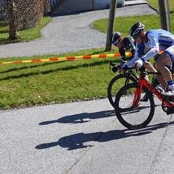 Øystein (lengst vekke) og Kjetil to meter frå målstreken. (Foto: Kjetil Vasby Bruarøy)