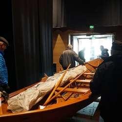 Løysinga vart via den store rulleporten, og vidare gjennom storsalen. (Foto: KOG)
