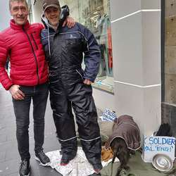 Oddvar møtte ein krigsveteran som lever av 1200 kroner i månaden.