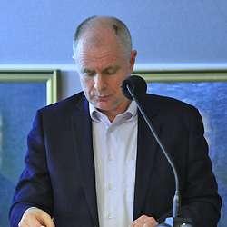 Jakob Enerhaug (Krf) la fram budsjettframlegg frå Krf og Sp. (Foto: KOG)
