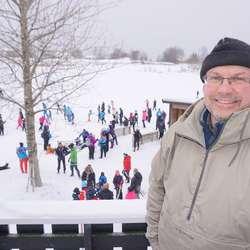 Jan-Ove Bahus Lysvold ved BJGK gler seg over deltakarmengda. (Foto: KVB)