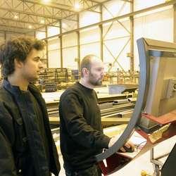 Jan-Simon Berge og Raymond har vore i Nederland på opplæring. (Foto: KVB)