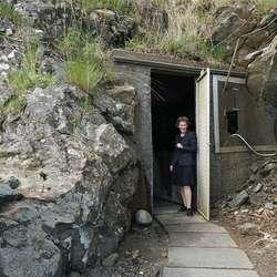 Børrea liker å ta gjestane inn det som er nødutgangen. (Foto: KVB)