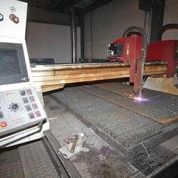 Sælen investerte òg i dette plasma-bordet. (Foto: KVB)
