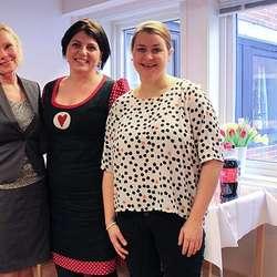 Jordmor Gry Albriktsen, leiar for Forebyggande Helsetenester Marita Wallevik og jordmor Janne Skromme. (Foto: KML)