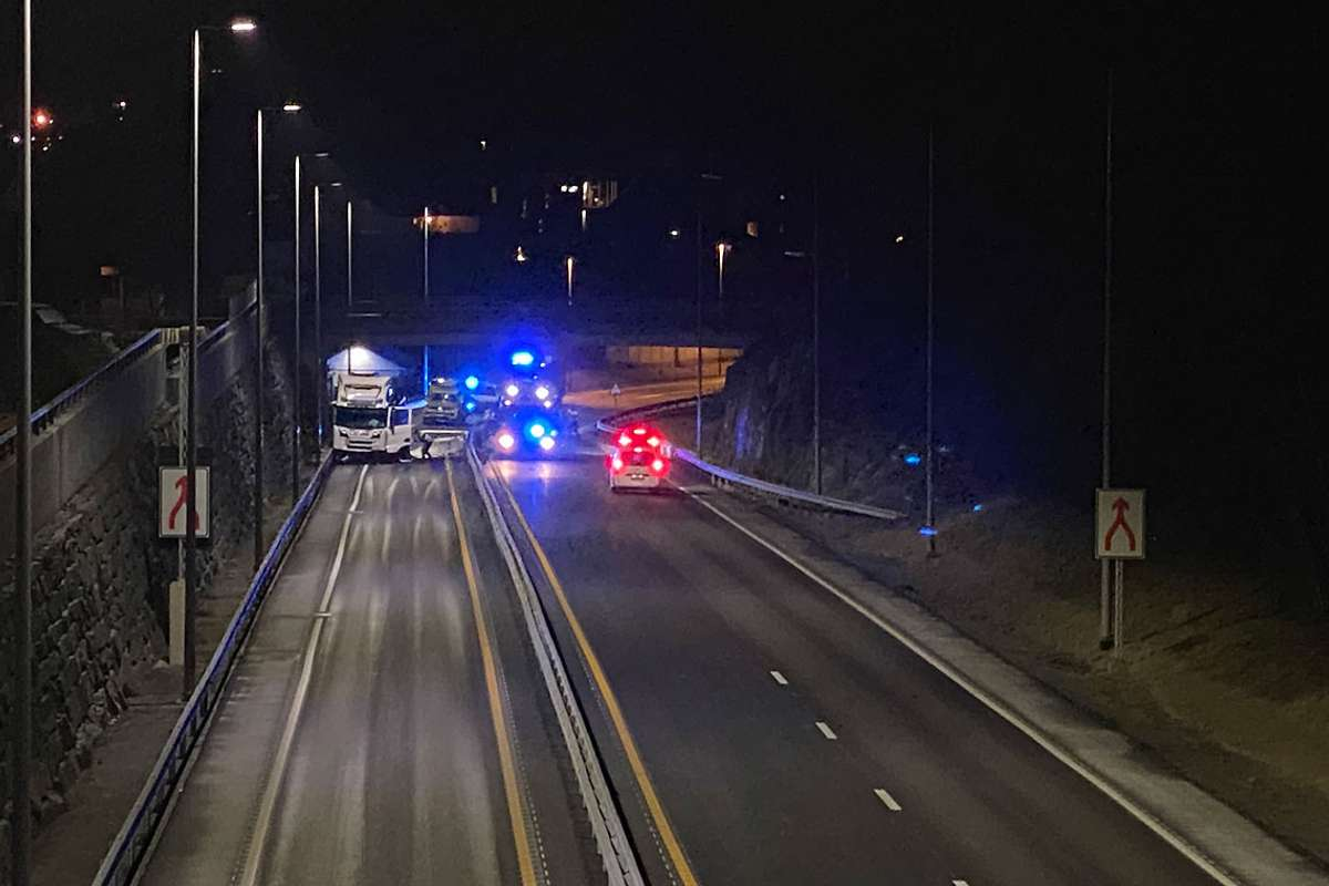 E39 er no stengd. (Foto: Ørjan Håland)