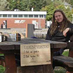 Ella Mørtsell, lærling i Oselvarverkstaden. (Foto: Kjetil Vasby Bruarøy)