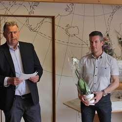Asbjørn Stavland frå Norges Vel saman med Øyvind Myhr. (Foto: Kjetil Vasby Bruarøy)