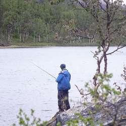 Det gjekk over ein månad før Jon fekk fisk.